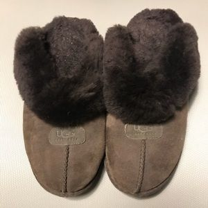 💯 Authentic Ugg slip ons